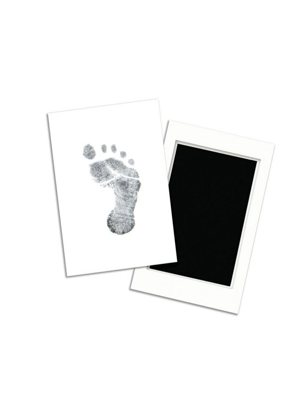 With the Pearheads Clean-Touch inkboard, you can easily and effortlessly trace the baby's foot and hand to the baby's book or paper sheet with the ink cartridge. Baby's skin never touches the ink, so you don't have to worry about mess.
