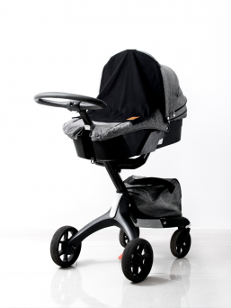 The stylish and timeless MiniHelmi stroller curtain with a convenient magnetic attachment gives your child a peaceful and safe place to enjoy their daydreaming. The MiniHelmi carriage curtain protects the baby from light, wind and rain caused by the environment.