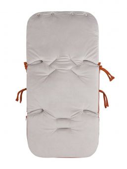 Baby's Only Footmuff Flavor Rust keep baby warm in car seats and baby carriages. Thanks to Footmuff the baby does not need to undress and dress up constantly, the baby stays warm embrace of the bag.