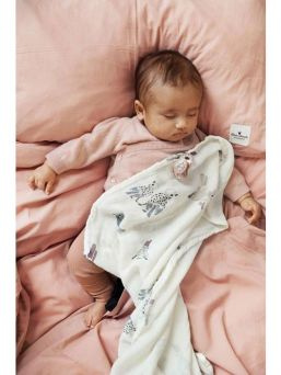 Elodie Details's Feathered Friends multi-purpose, large-sized Muslin Blanket is perfect for babycare, nursing cover and even changing mat.
