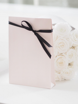 FairyOfPregnancy´s Gift Wrapping Service packs the gift a stylish and beautiful gift bag for you. The gift bag is finished with a glossy silk ribbon.