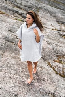 Luin Living Casual Poncho Towel is, as the name implies, a casual and even sporty alternative to a bathrobe.