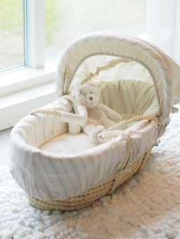 Mamas&Papas Once Upon a Time moses basket. The ideal first bed for your little one.
