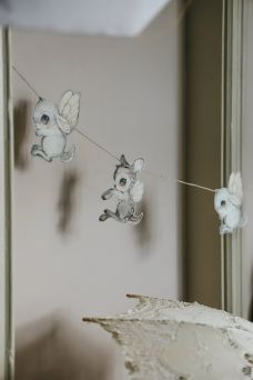 Adorable decoration garland for the nursery. Hang your Mrs Mighetto garland against the wall, in a window or from the ceiling.