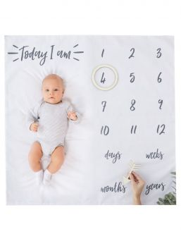 The perfect keepsake blanket to capture the growing babies milestones with this cute milestone blanket. Blanket measures 1m x 1m and includes wooden arrow and circle.