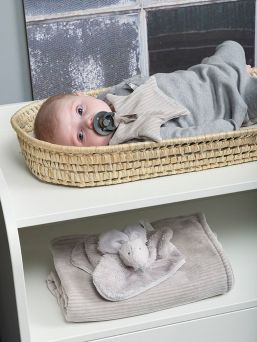 Baby´s Only soft star pacifier cloth that brings security to the baby. A pacifier can be easily attached to a pacifier cloth. This way, the pacifier is always easy to find and even children learn to find the pacifier in time without waking up their parents.