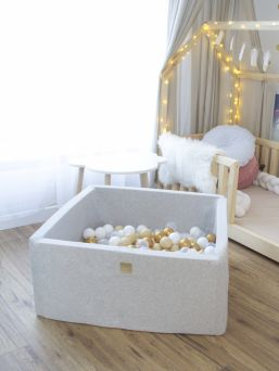 Stunning, padded square shaped Ball-pit with 200 balls is perfect for every home. A wonderful detail in kidsroom.