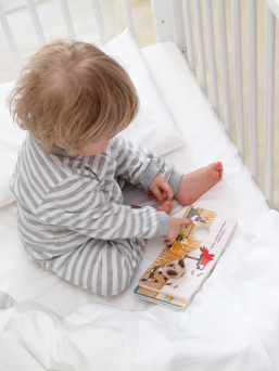 The soft and high quality Baby Wallaby duvet and cushion set guarantees the best possible sleep conditions for a sleeping baby to achieve a good night's sleep. A warm duvet warm and easy to take care of as the filling is polyester and the fabric satin cotton.