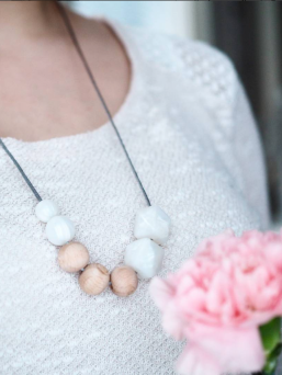 Nursing Necklace (nature pearl-metalwhite)