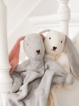 Bunnys are made from soft 100% cotton stretch terry, which is coloured with AZO-free fabric dye. Their heads are filled with pure sheep's wool, which is known to absorb scents easily.