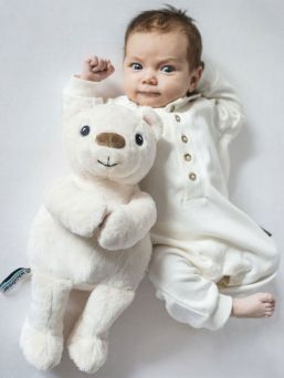 A soft sweetness, Whisbear a noise bear, The Humming Bear helps a child fall asleep with the help of a pink noise. The humming Bear has a CRYsensor that allows the device to detect the baby's crying, vocalization and movement and restart the noise sound.