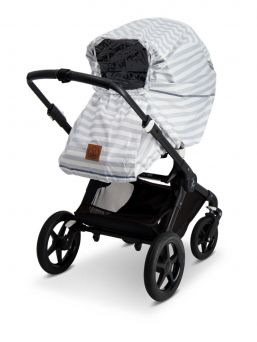 Baby Wallaby modern rain cover that fits most strollers. Comes with a bag where you can recover the wrap when not in use.